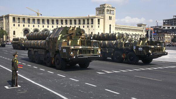 Sistemas de defensa antiaérea armenios durante un desfile militar en Ereván - Sputnik Mundo