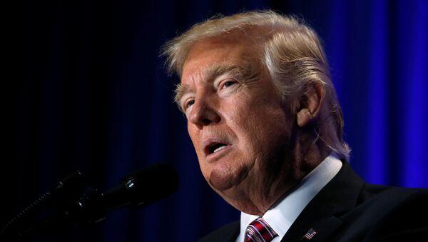 U.S. President Donald Trump speaks at a congressional Republican retreat in Philadelphia - Sputnik Mundo