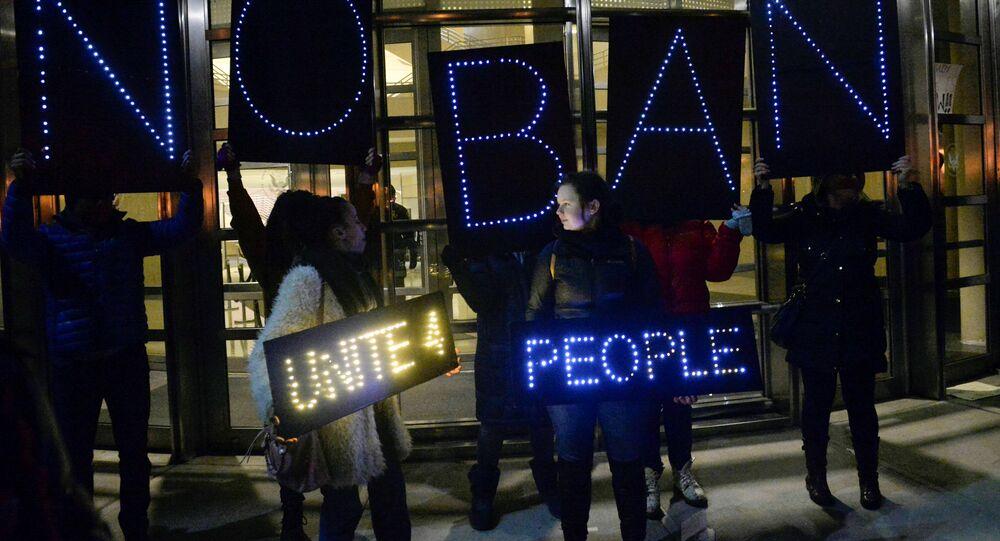 Los manifestantes contra el nuevo decreto de Trump en EEUU