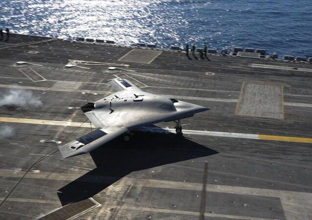 Dron X-47B