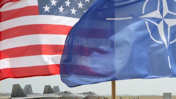 Las banderas de EEUU y OTAN - Sputnik Mundo