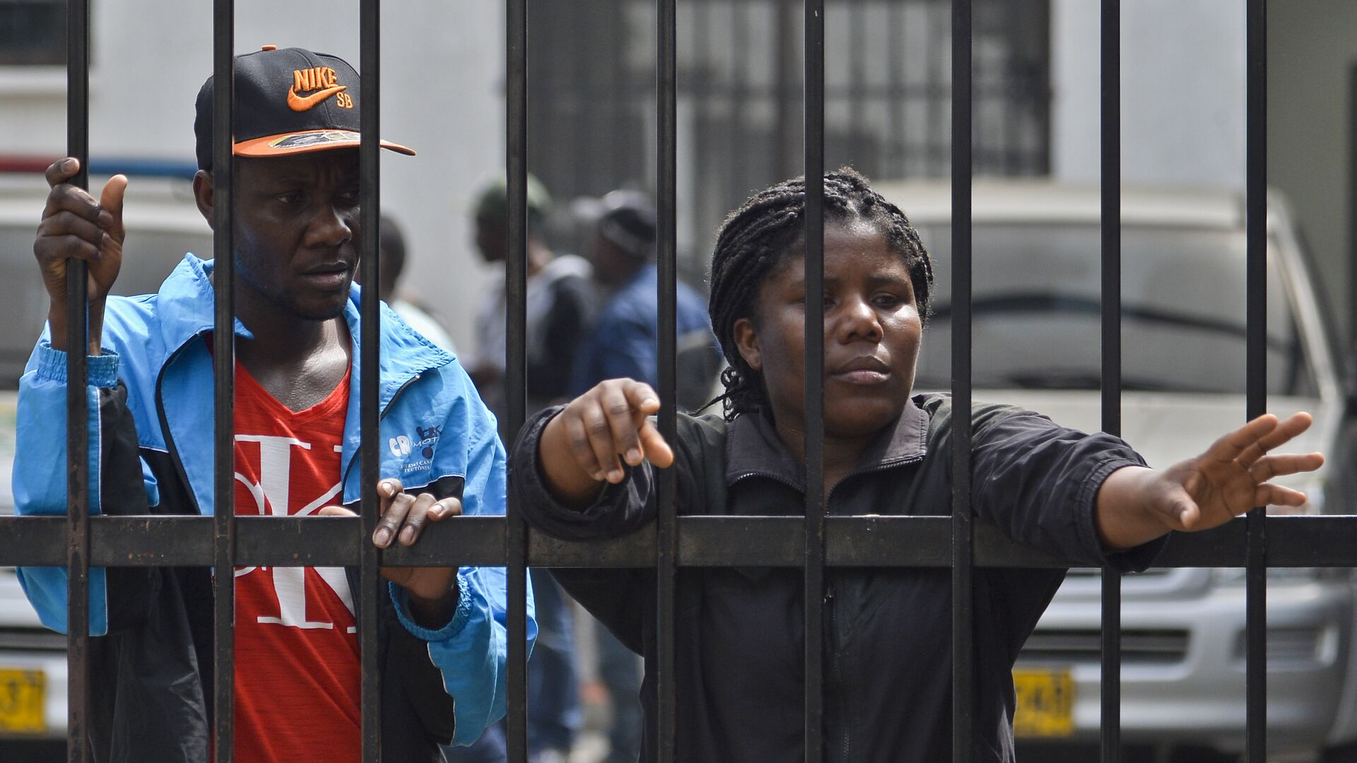 Haitian migrants wait at the immigrations office in Cali, Colombia on August 10, 2016. A group of 137 Haitian migrants -comprised of 97 men, 30 women and ten children- coming from Brazil and Ecuador, voluntarily went to the immigration office in Cali seeking to resolve their legal situation, avoid deportation, and so, continue their way to Panama and the United States. - Sputnik Mundo, 1920, 16.02.2021