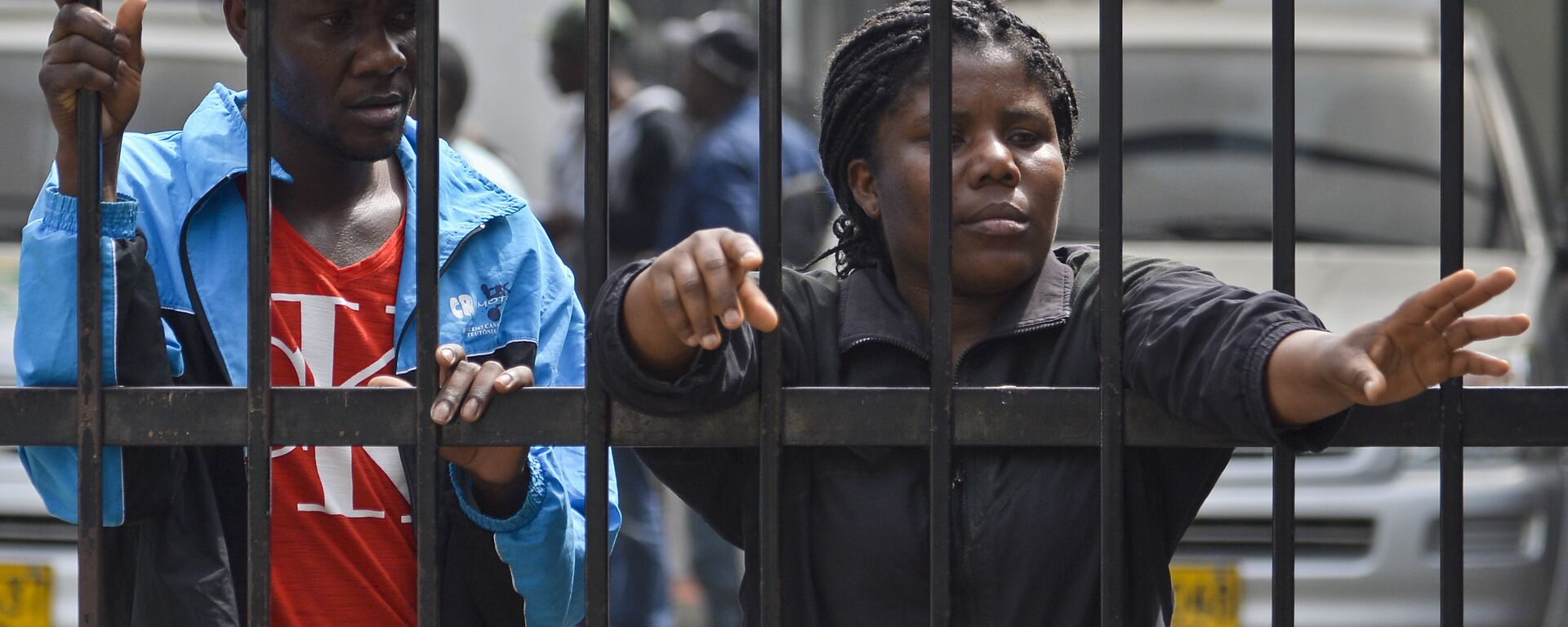 Haitian migrants wait at the immigrations office in Cali, Colombia on August 10, 2016. A group of 137 Haitian migrants -comprised of 97 men, 30 women and ten children- coming from Brazil and Ecuador, voluntarily went to the immigration office in Cali seeking to resolve their legal situation, avoid deportation, and so, continue their way to Panama and the United States. - Sputnik Mundo, 1920, 23.05.2021