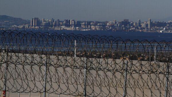 El muro fronterizo entre EEUU y México - Sputnik Mundo