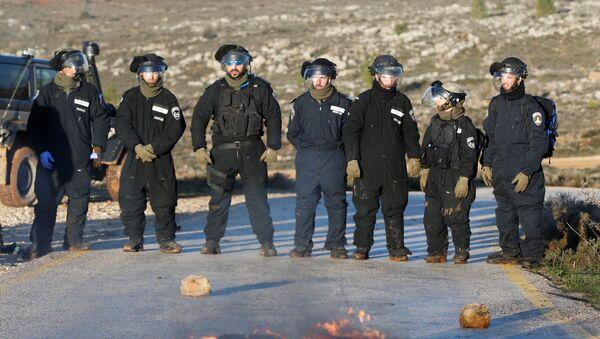 Las fuerzas de seguridad de Israel en el asentamiento de Amona - Sputnik Mundo