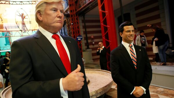 Figuras de cera de Donald Trump, presidente de EEUU, y Enrique Peña Nieto, presidente de México - Sputnik Mundo