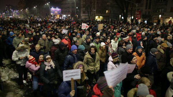Protesta en Bucarest - Sputnik Mundo