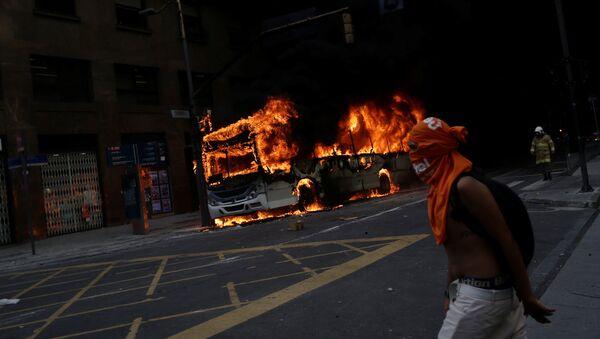 Protestas contra recortes a funcionarios públicos en Río de Janeiro - Sputnik Mundo