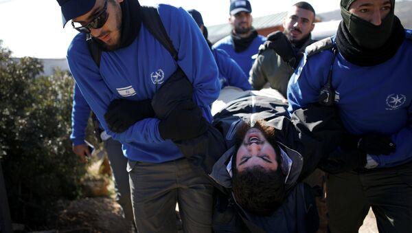 Policías israelíes desaloja a los colonos atrincherados en la sinagoga de la colonia de Amona - Sputnik Mundo