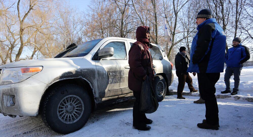 Representantes de la OSCE en Donbás (archivo)