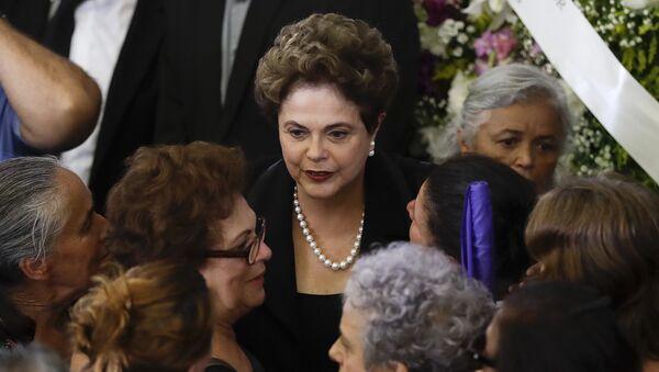 Dilma Rousseff asiste al velorio de Marisa Letícia - Sputnik Mundo