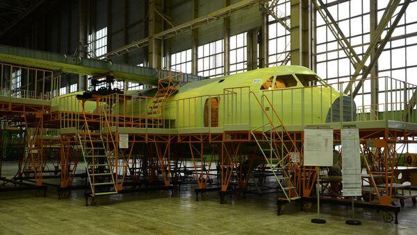 La construcción del avión de transporte militar ligero Il-112 - Sputnik Mundo