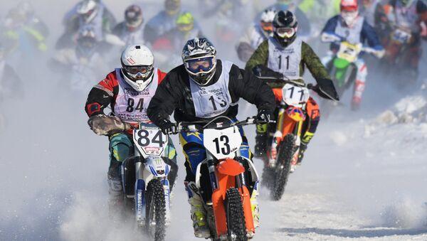 Deporte a la rusa: motocross sobre nieve - Sputnik Mundo