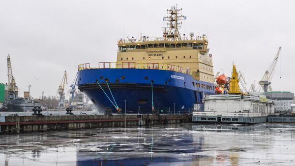 El rompehielos diesel-eléctrico ruso proyecto 21900 Novorossiysk - Sputnik Mundo