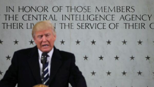 Donald Trump, presidente de EEUU, durante su visita a la CIA - Sputnik Mundo