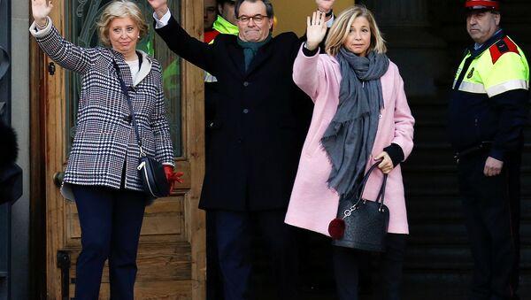 Artur Mas con Irene Rigau y Joana Ortega ante el Tribunal Superior de Justicia de Cataluña en Barcelona - Sputnik Mundo