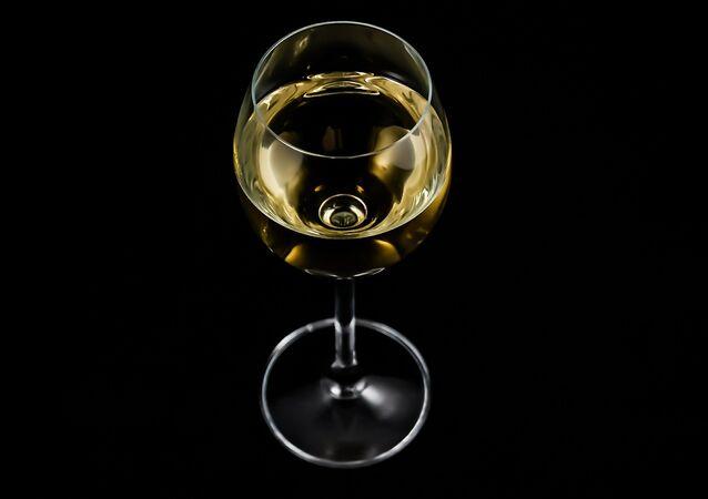 Una copa de vino blanco (imagen referencial)