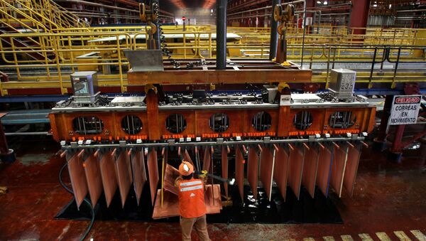 Un minero chileno en el yacimiento de cobre Escondida - Sputnik Mundo