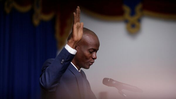 Haitian President Jovenel Moise takes the oath of office during his inauguration in Port-au-Prince, Haiti February 7, 2017 - Sputnik Mundo