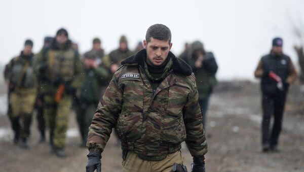El comandante de una unidad de las milcias de la RPD, Mijaíl Tolstykh alias Guívi, cerca de Donetsk (archivo, 2015) - Sputnik Mundo