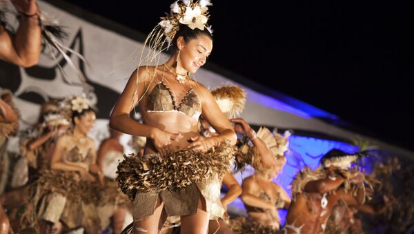 People take part in dance contest in Hanga Roa on Chile's Easter Island (or Rapa Nui as its inhabitants call it) - Sputnik Mundo