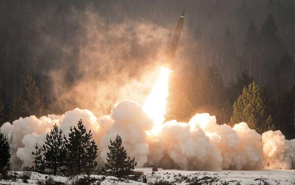 Lanzamiento de un misil ruso Tochka-U - Sputnik Mundo