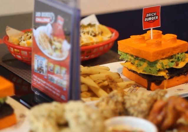 Filipinas: hamburguesas comestibles de Lego en un restaurante de Manila