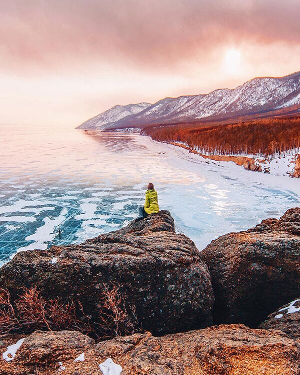 El hielo se apodera del lago Baikal - Sputnik Mundo