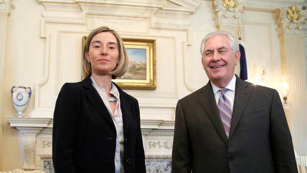 Federica Mogherini, alta representante de la UE para Asuntos Exteriores, y Rex Tillerson, secretario de Estado de EEUU - Sputnik Mundo