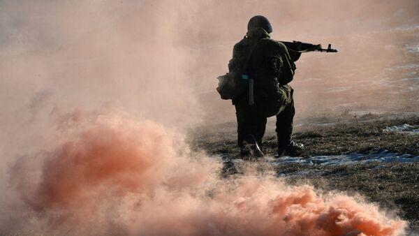 Тренировка бойцов разведывательной роты мотострелковой бригады 5-й общевойсковой армии в Приморском крае - Sputnik Mundo