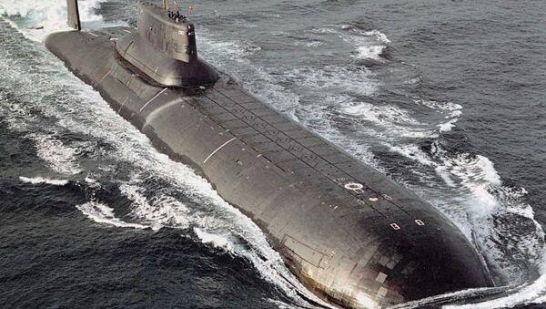 Un submarino de la clase Akula en el mar - Sputnik Mundo