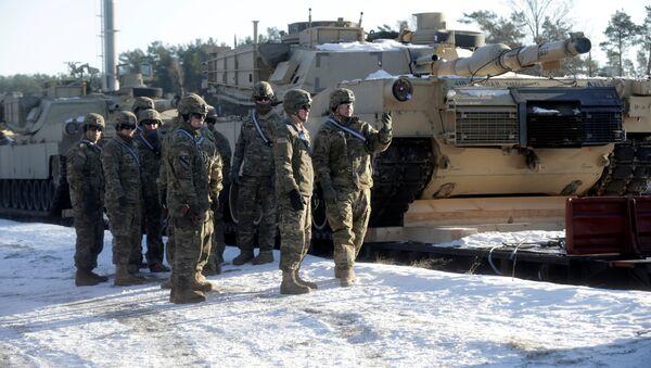Tanques estadounidenses M1 Abrams llegan a Letonia (archivo) - Sputnik Mundo