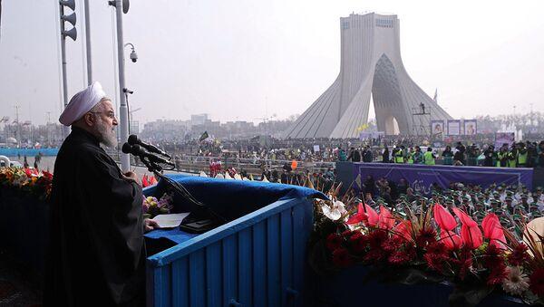 Presidente de Irán, Hasan Rohani, durante la marcha del 38º aniversario de la Revolución Islámica iraní - Sputnik Mundo