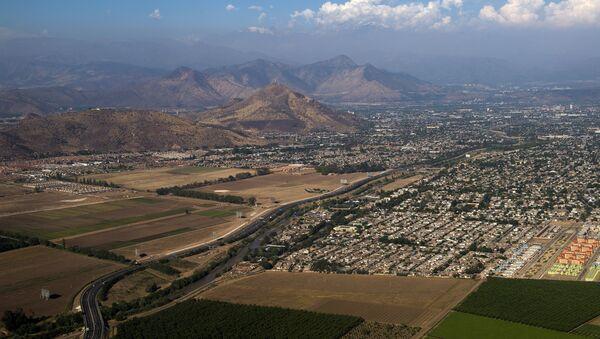 La ciudad de Santiago de Chile, vista desde un avión - Sputnik Mundo
