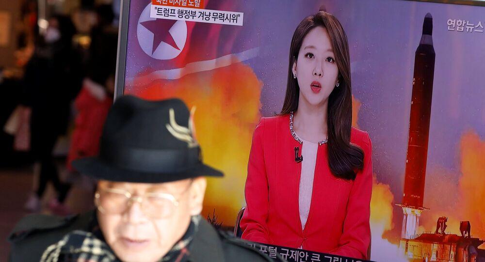 La transmisión de lanzamiento de misil balístico norcoreano (archivo)