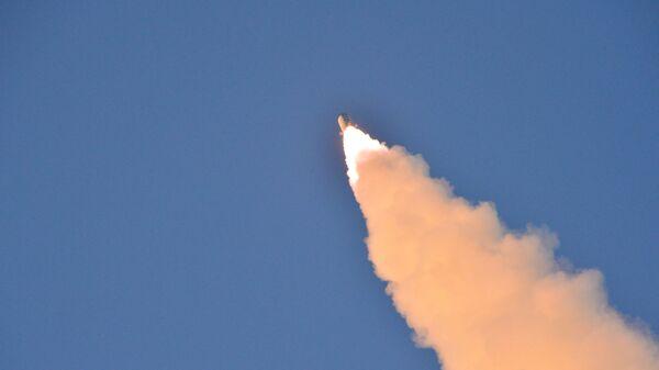 El lanzamiento del misil balístico norcoreano Pukguksong-2 - Sputnik Mundo