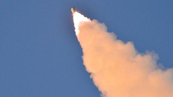 El lanzamiento del misil balístico norcoreano (Archivo) - Sputnik Mundo