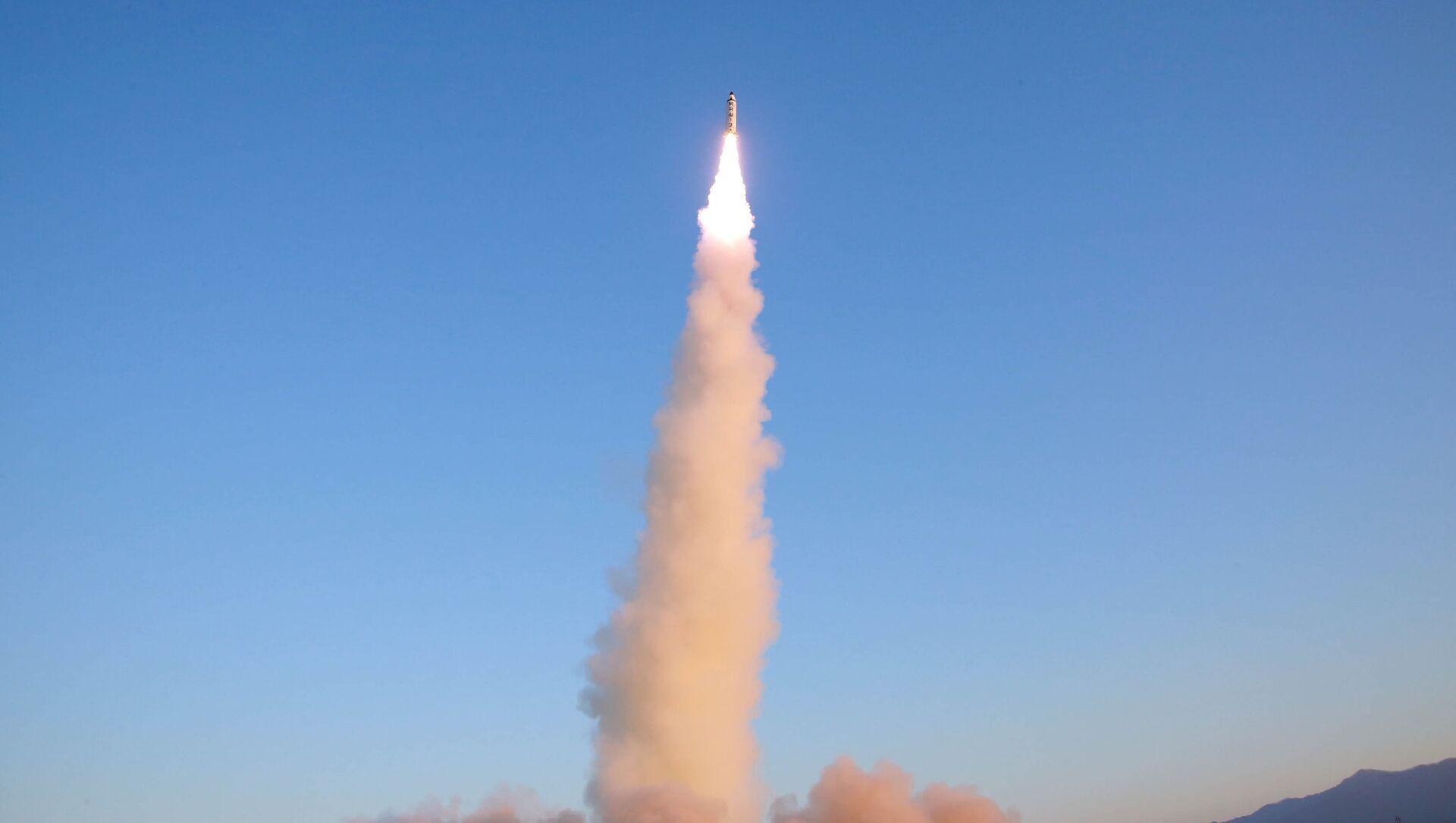 Lanzamiento de un misil (imagen referencial) - Sputnik Mundo, 1920, 04.02.2021