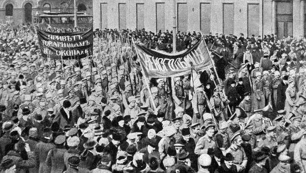 Manifestación de soldados durante la revolución de febrero de 1917 - Sputnik Mundo