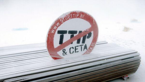 El letrero contra CETA y TTIP - Sputnik Mundo