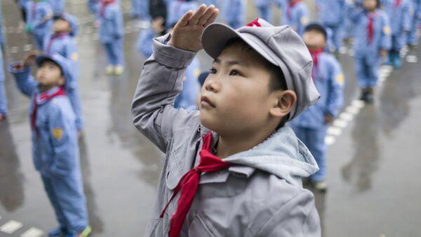 Así moldean a los pequeños soldados del Ejército Rojo en China - Sputnik Mundo