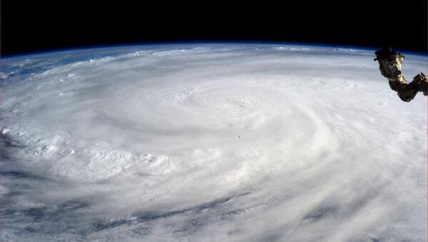 Una tormenta desde el espacio (imagen referencial) - Sputnik Mundo