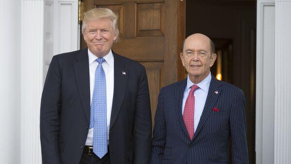 Donald Trump, presidente de EEUU, junto a Wilbur Ross - Sputnik Mundo