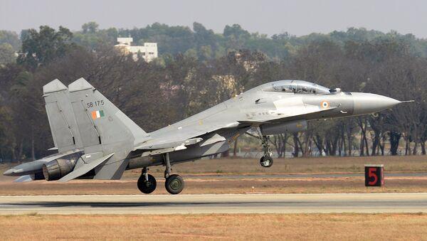 Истребитель Су-30МКИ ВВС Индии на церемонии открытия Aero India 2017 на авиабазе Елаханка в Бангалоре - Sputnik Mundo