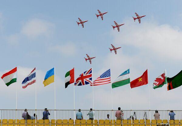 La espectacular inauguración de la exposición aeroespacial Aero India 2017 - Sputnik Mundo