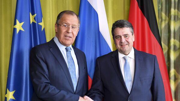 Ministro de Asuntos Exteriores de Rusia, Serguéi Lavrov con ministro de Asuntos Exteriores de Alemania, Sigmar Gabriel - Sputnik Mundo