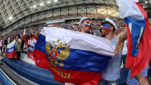 Aficionados rusos durante el partido entre Rusia e Inglaterra, celebrado en el marco de la Eurocopa 2016, 11 de julio de 2016 - Sputnik Mundo