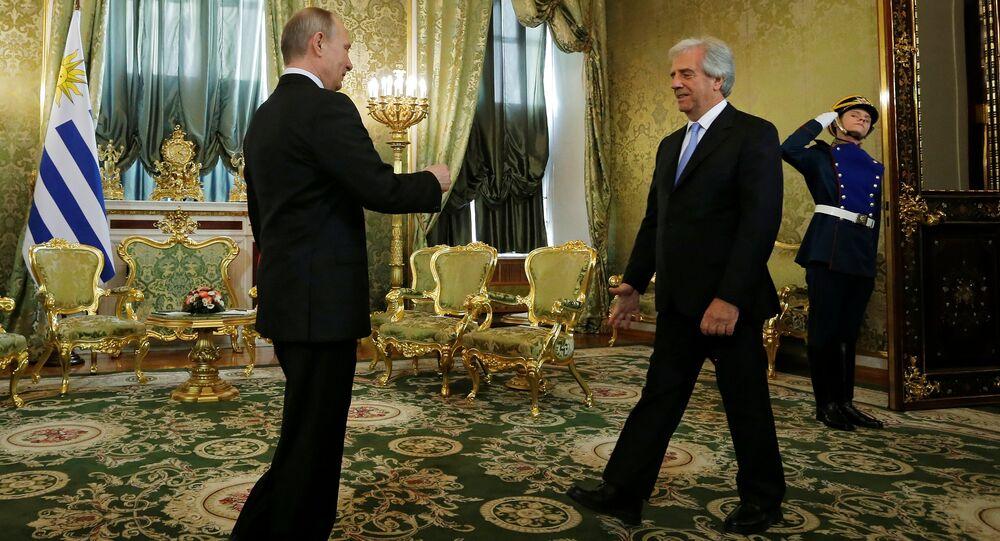 El presidente de Rusia, Vladímir Putin con su homólogo de Uruguay, Tabaré Vázquez