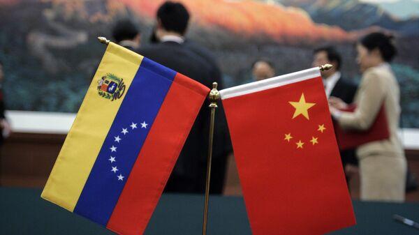 Las banderas de China y Venezuela - Sputnik Mundo