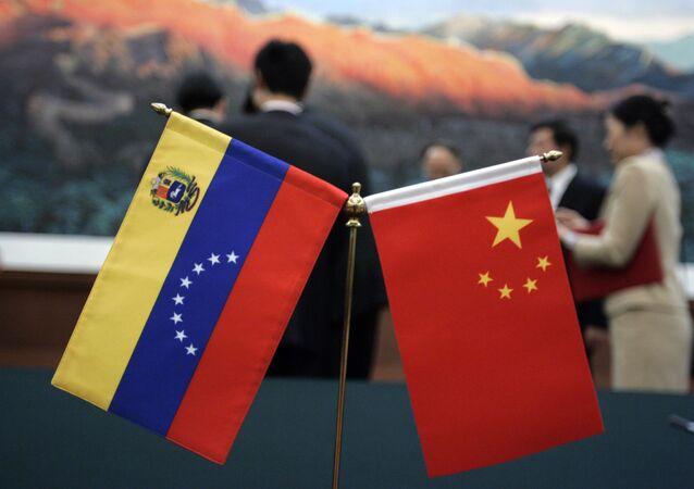 Banderas de Venezuela y China